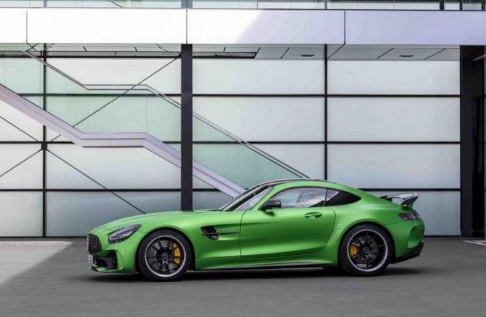 Mercedes-AMG GT R có giá bán 11,59 tỷ đồng tại thị trường Việt Nam.