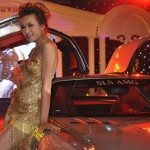 Bebe Phạm sexy bên siêu xe 8 tỷ Mercedes Benz SLS AMG