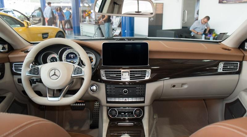 Mercedes-benz-Clas500-4mactic-2015-noi-that