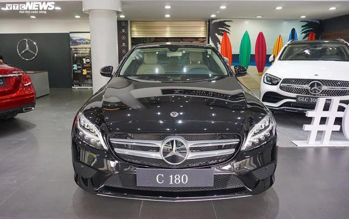 Mercedes-Benz C180 mới được ra mắt tại thị trường Việt Nam